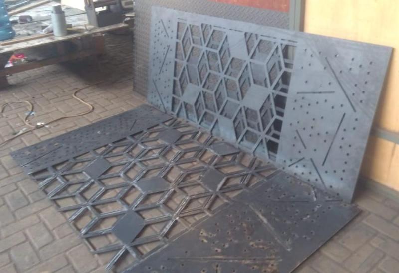 tempat jasa potong besi